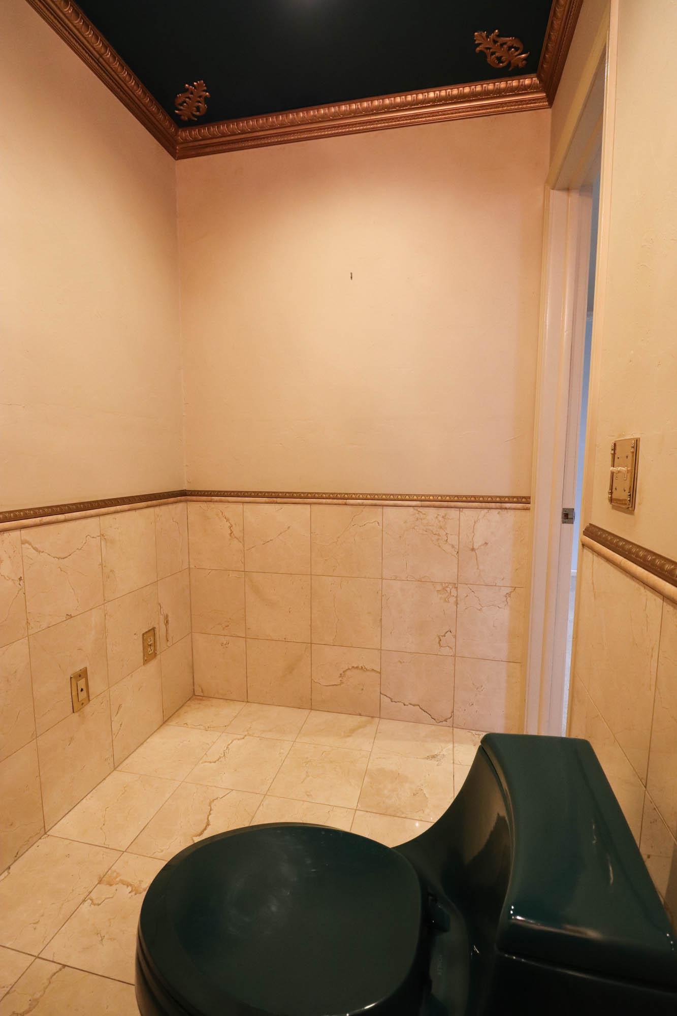 1990s bathroom