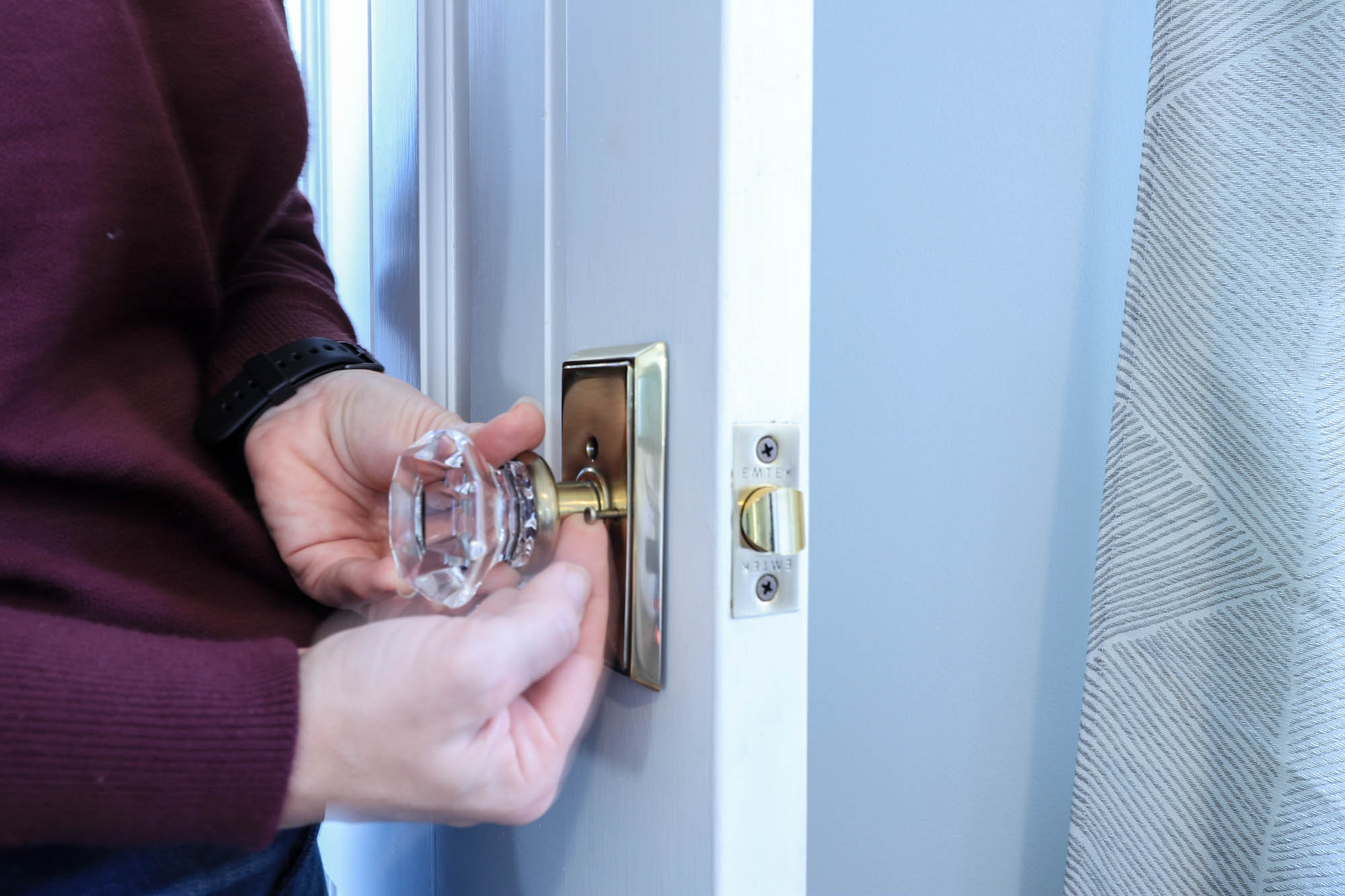 installing privacy door knob